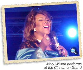 Mary Wilson performing in Sri Lanka
